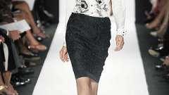 Беспроигрышный вариант для любой ситуации: юбка-карандаш с завышенной талией.