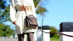 Что носить с рыжими сапогами, чтобы выглядеть стильно?
