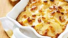 Делаем картофель в сметане, запеченный в духовке и тушеный на плите
