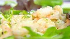 Готовим вкусные салаты с креветками, салатом и огурцом