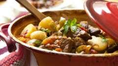 Идея ужина - тушеное мясо с картошкой в мультиварке