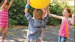 Игры с мячом на природе – польза для детей и взрослых