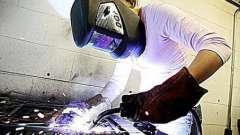 Электросварщики ручной сварки: разряды, должностная инструкция, инструкция по охране труда, обязанности