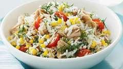 Как готовить салат с тунцом консервированным и кукурузой?