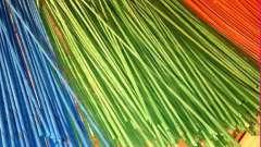 Как и чем красить газетные трубочки для плетения