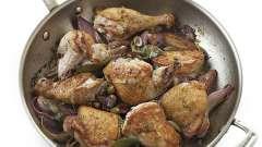 Как пожарить на сковороде куриные ножки правильно?