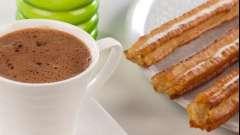 Как приготовить горячий шоколад в домашних условиях, используя различные ингредиенты и приспособления?