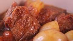 Как приготовить картофель, тушеный с мясом, в мультиварке?