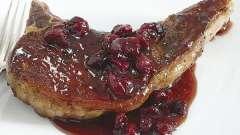 Как приготовить кисло-сладкий соус из клюквы к мясу просто и быстро