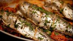 Как приготовить скумбрию с картошкой в духовке вкусно?