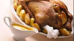Как приготовить утку с картошкой в духовке для праздничного стола?