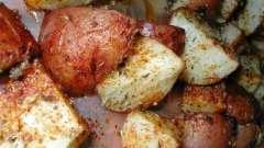 Как просто и быстро запечь молодую картошку в духовке?