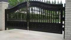 Как выбрать распашные ворота для дачи?