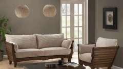 Какими бывают диваны с деревянными подлокотниками