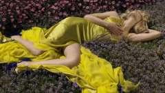 Какой цвет сочетается с желтым в одежде?