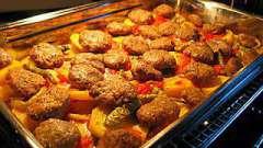 Картошка с тефтелями в духовке: несколько вариантов горячего блюда