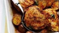 Курица, запеченная в духовке с картошкой – простое и вкусное блюдо!