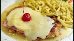 Куриные отбивные с сыром и ананасом – сочное и нежное блюдо