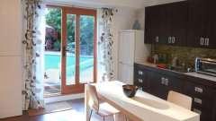 Лучшие шторы для кухни с балконной дверью