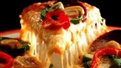 Начинка для пиццы с колбасой и помидорами. Три вариации на тему