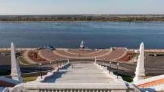 Нижний новгород, чкаловская лестница у набережной волги