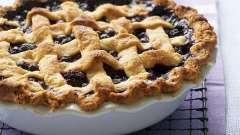 Пирог из слоеного теста с ягодами: рецепт