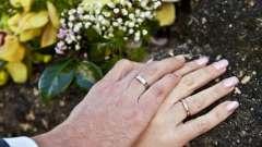 Почему обручальное кольцо носят на безымянном пальце: традиция