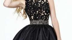 С чем носить черное коктейльное платье?