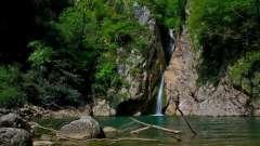 Самые популярные водные каскады хостинского района сочи. Ореховский и змейковский водопад