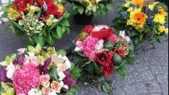 Составление букетов из цветов и конфет