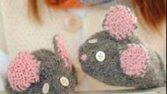 Спицами сами вяжем детям варежки с глазками и ушами!