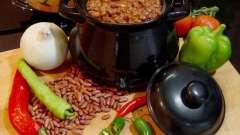 Сытный ужин - еда в горшочках (в духовке приготовленная)