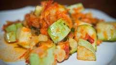 Тушеные кабачки с морковью и луком: четыре варианта приготовления блюда