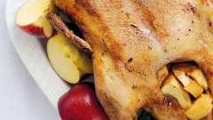 Утка, запеченная в духовке с яблоками: рецепт приготовления