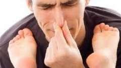 Вас мучает неприятный запах ног? Как избавиться простыми способами: несколько рекомендаций