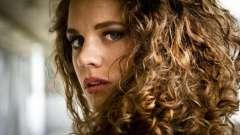 Вьющиеся волосы: правильный уход и стрижка