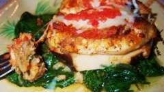 Вкусная куриная грудка с баклажанами, помидорами и сыром