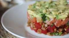 Вкусный и оригинальный салат из семги слоями