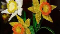 Выполняем весенний цветок - нарцисс из бисера